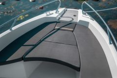 Sting-530-S-details-sunbed-bow-scaled