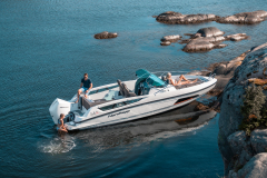 Enduro-805-docked-boat-overview-with-swimming