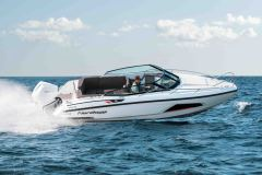 LR_Noblesse-720-at-sea-driving