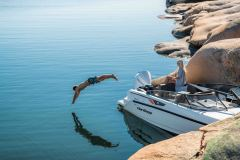 LR_Noblesse-790-docked-swim-platform-and-diving
